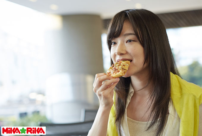 女性は好きでなくても誘われれば食事くらいする4つの理由