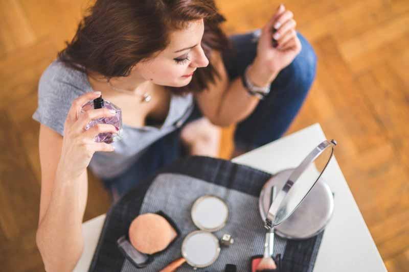 女性受けのいい香水と正しい付け方を知り、他の男性に差を付ける方法