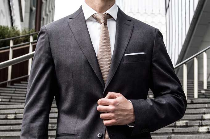 モテるスーツの選び方・サイズ感が合わない原因は学校の制服